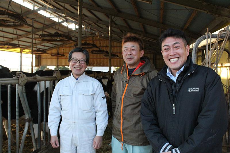 宇畑牧場の代表である宇畑さんとスタッフ