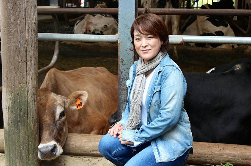 須藤牧場の須藤さんと牛