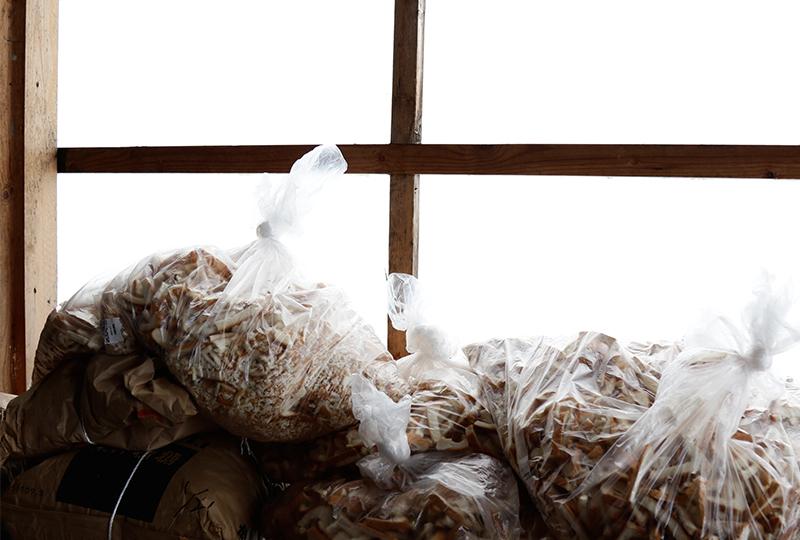 ブタの餌となる廃棄食パン
