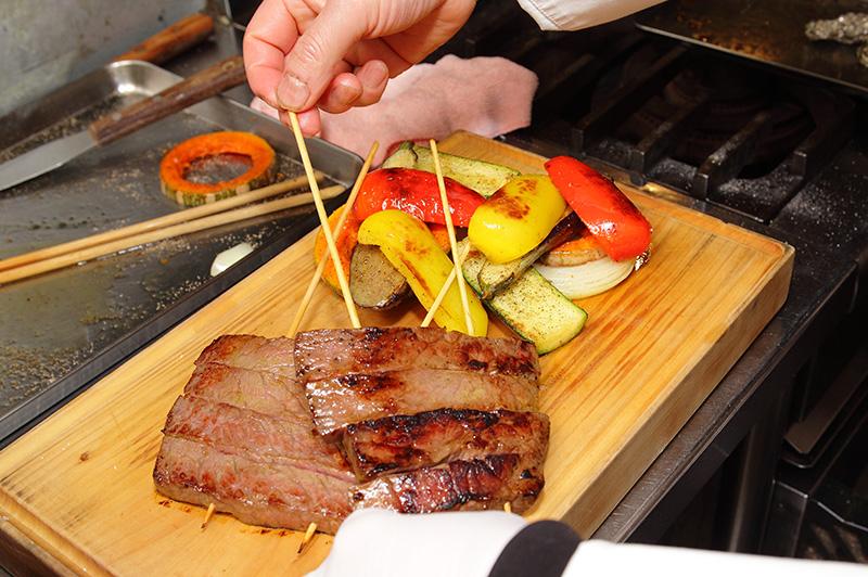 焼いた夏野菜と肉