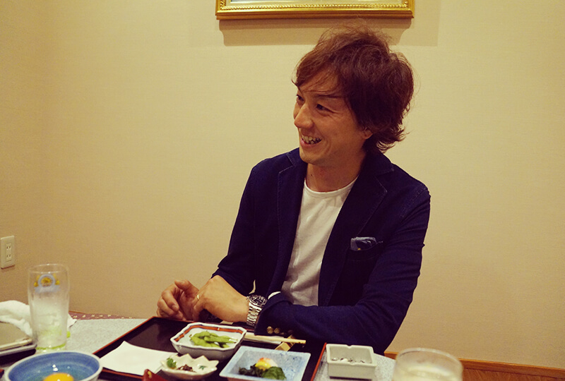美味しい料理にご満悦の川村さん