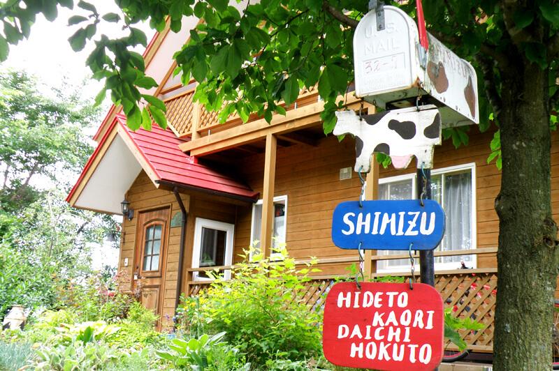 シミズデイリーファームの清水さん一家の自宅