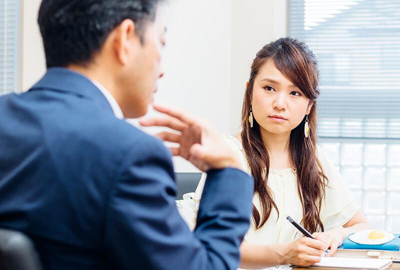たまごの話をする松本さんと友加里さん