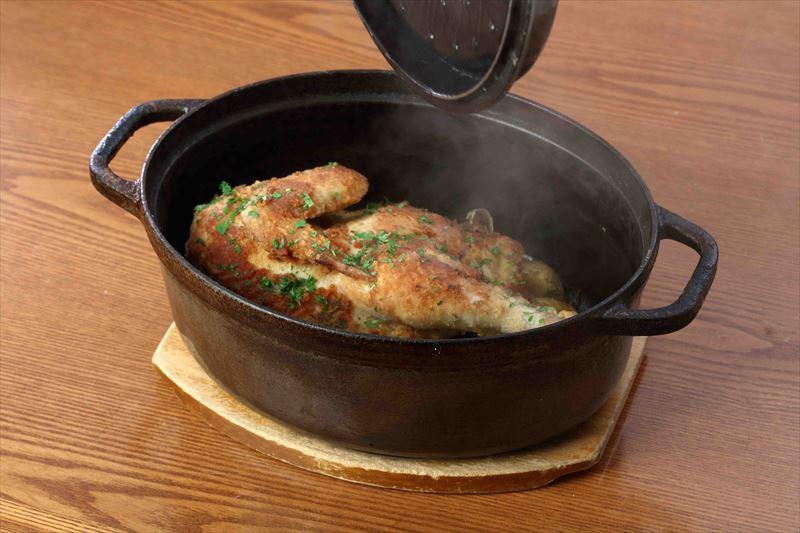 付け合せと盛り付ける鶏肉