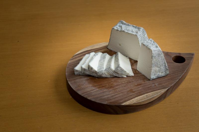 ヤギのミルクで作る「茶臼岳」
