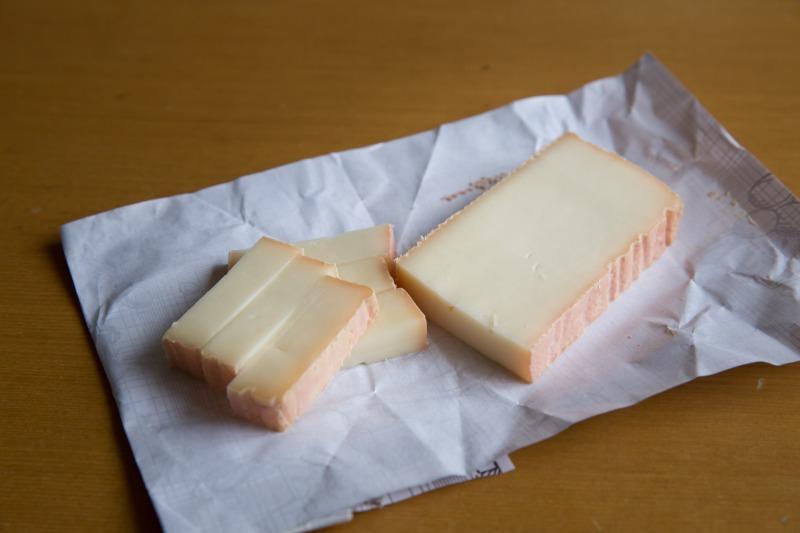 牛乳製の「りんどう」
