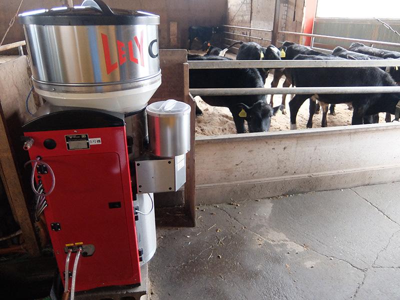 宗谷岬牧場にある自動給餌機