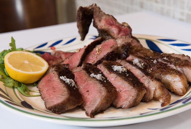 味付けしなくても美味しい短角和牛の炭火ステーキ