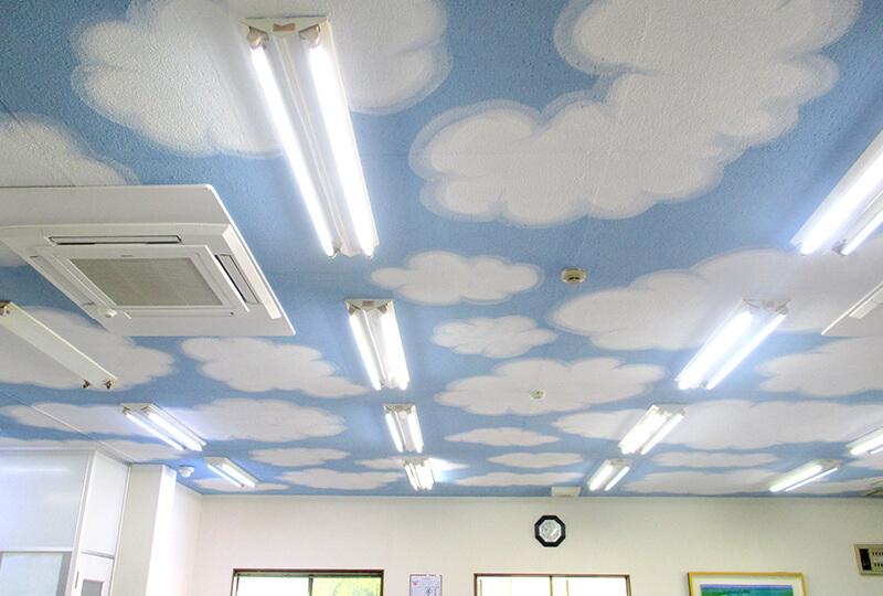 倉持産業の社内の天井