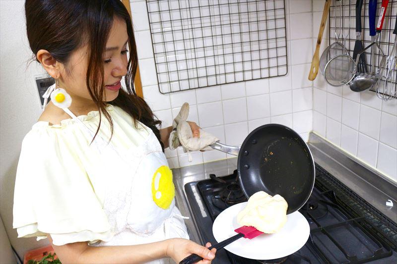 お皿に移しながら半分に折る