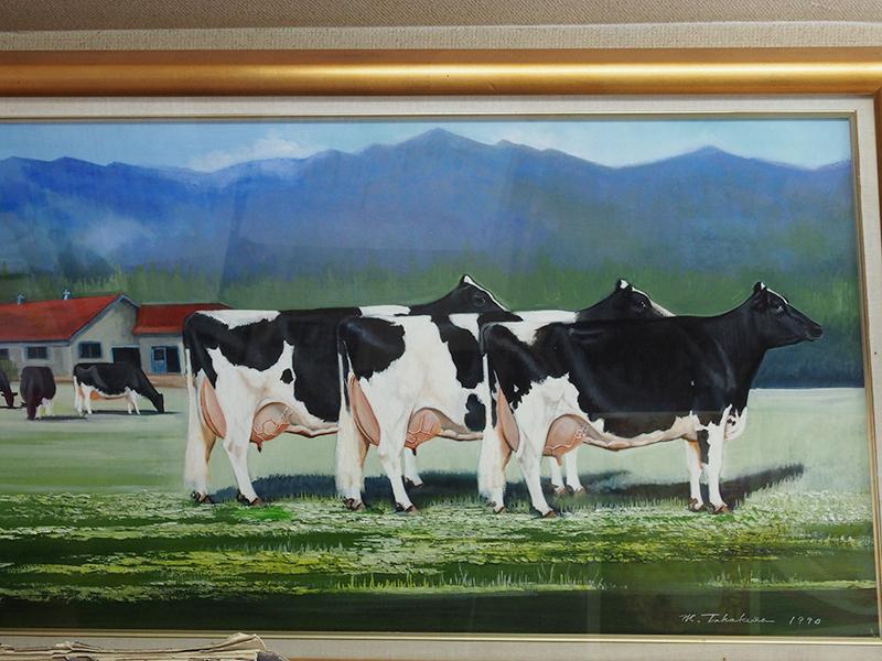あすなろファーミングの壁に飾られている牛の絵