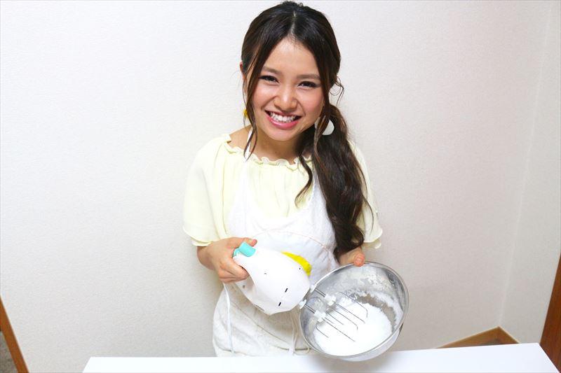 卵白とお酢を泡立てる