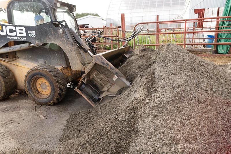 藤井牧場、牛床の砂