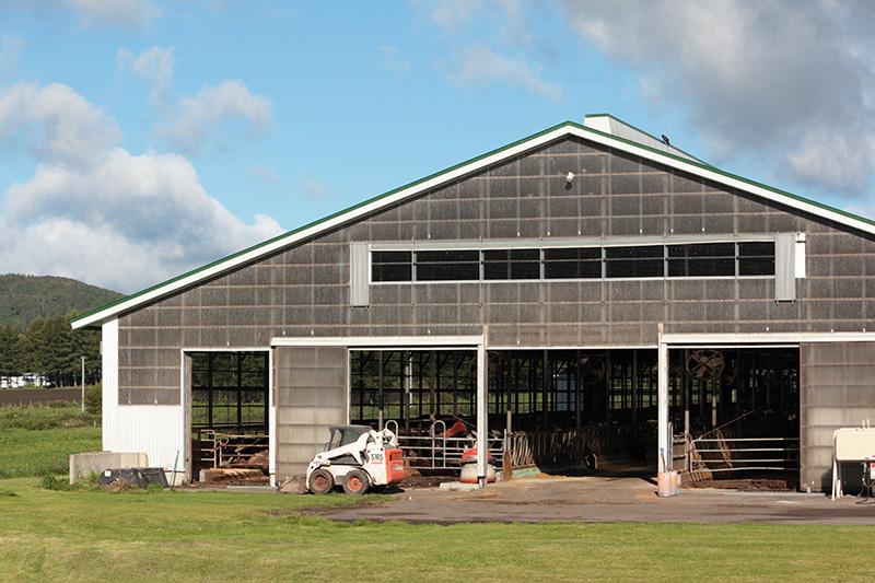 竹下牧場の牛舎の外観