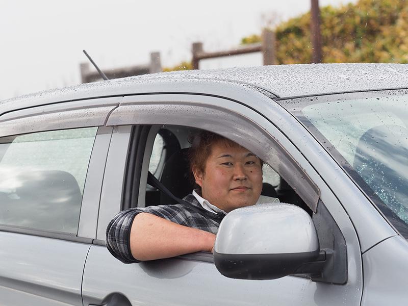 車に乗る齋藤さん
