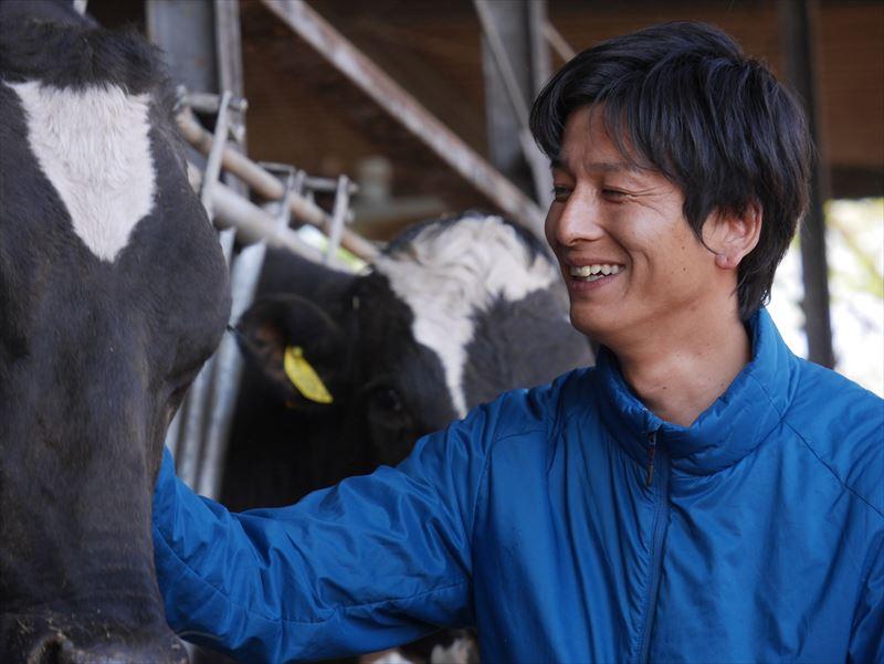 牛と戯れる廣澤さんR