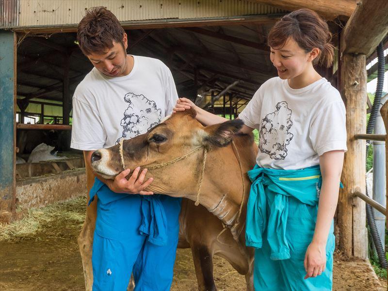 ファームつばさのご夫妻と牛