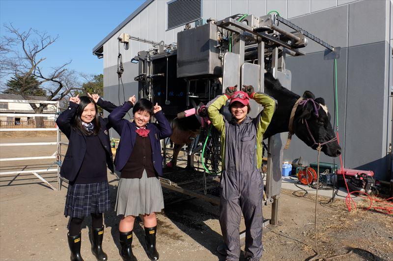 東京都立農産高等学校、中村さんと丹下さん削蹄師の柿沢美希さん