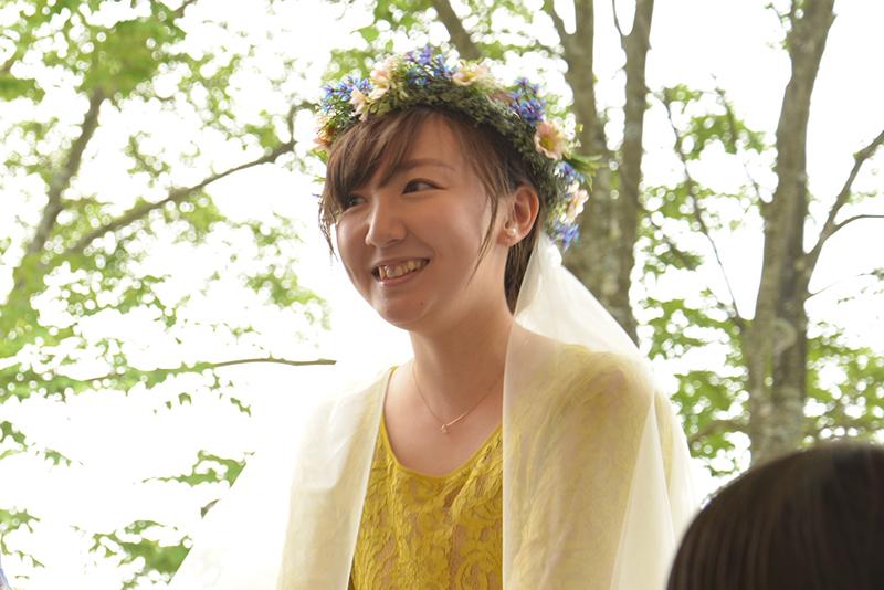 花冠とベールを飾った奈々さん