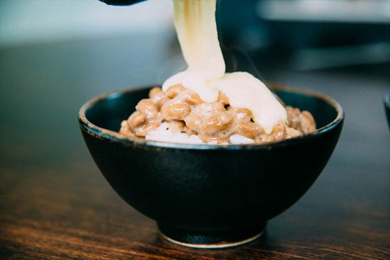 納豆にラクレットチーズ